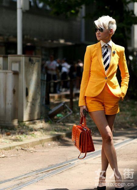 时尚博主亲身示范教你街拍造型